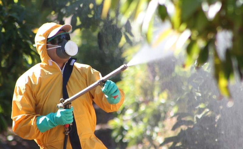 aplicación pesticidas agricultura